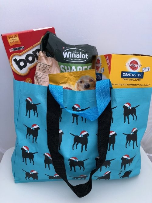 Long lasting, hard wearing shopping bag with multiple labradors in santa hats in the design. WITH BOTH SHOULDER AND HAND STRAPS!!!!!